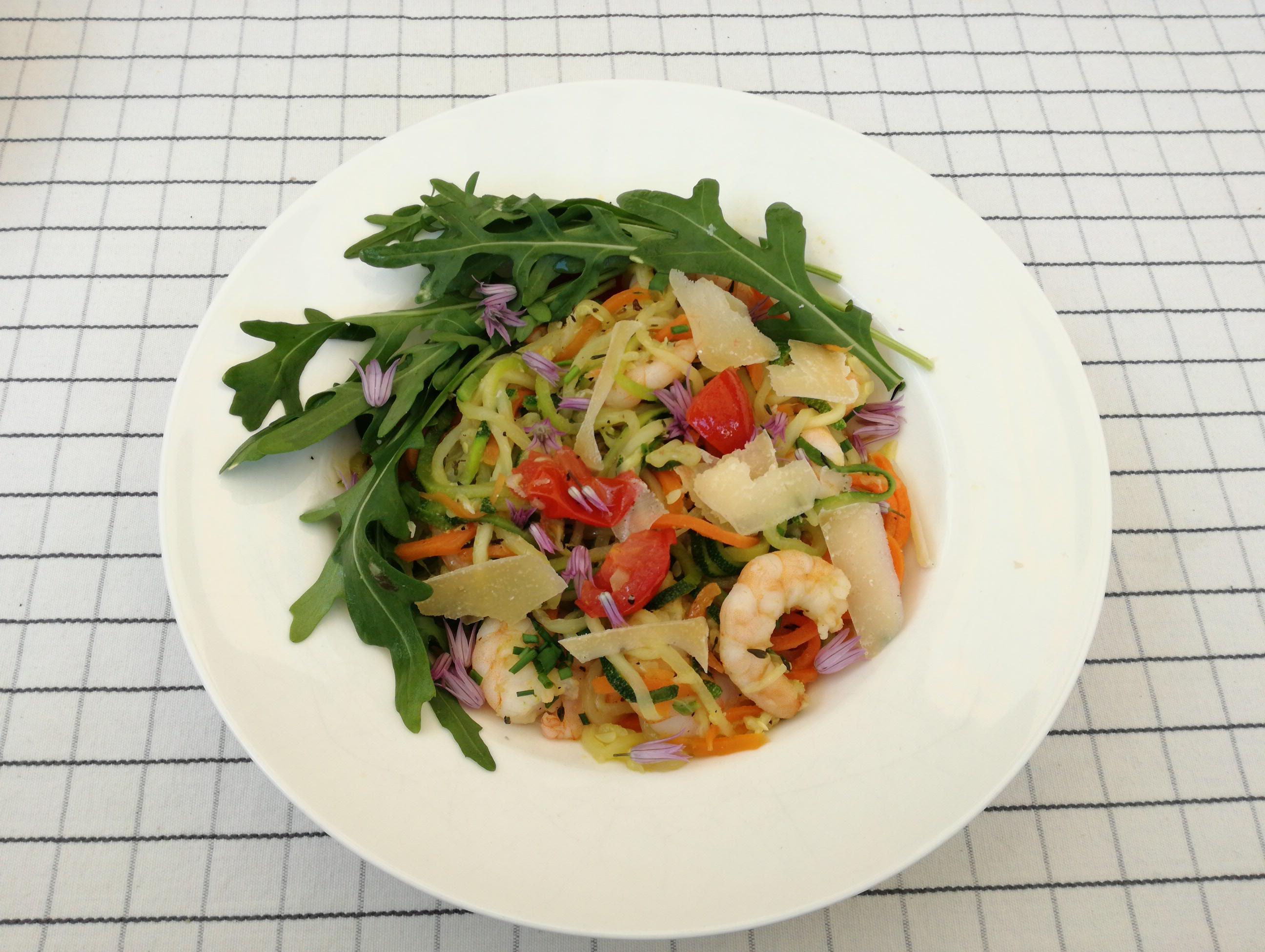 Gemüse-Spaghetti mit Garnelen